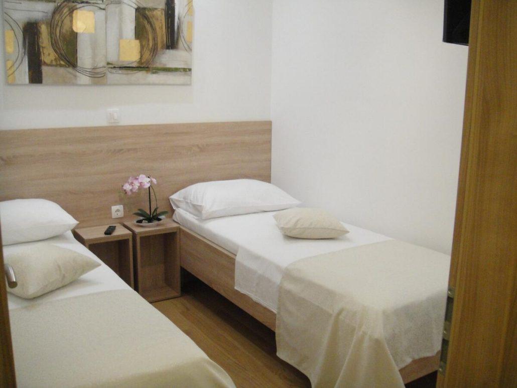 Gallery cheap hotel in split for Split room