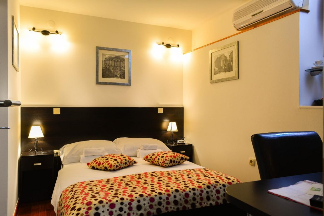 Rooms suites cheap hotel in split for Split room